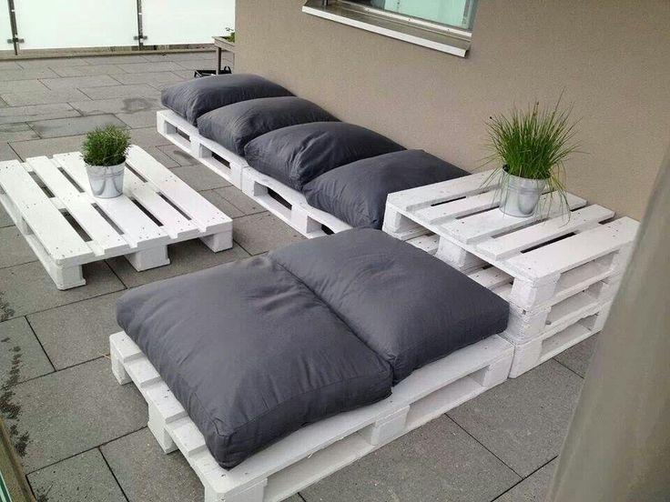 Divano con i pallet costruire un divano con i bancali for Divano fai da te