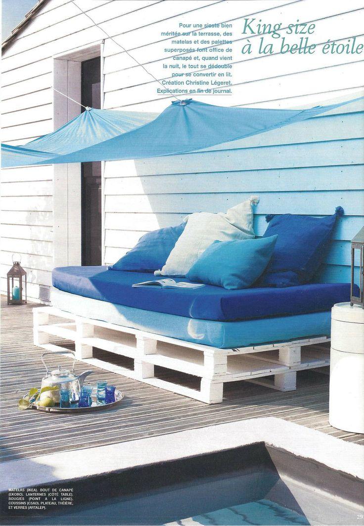 un divano con i bancali