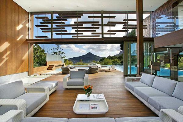 bonita casa de madera con piscina