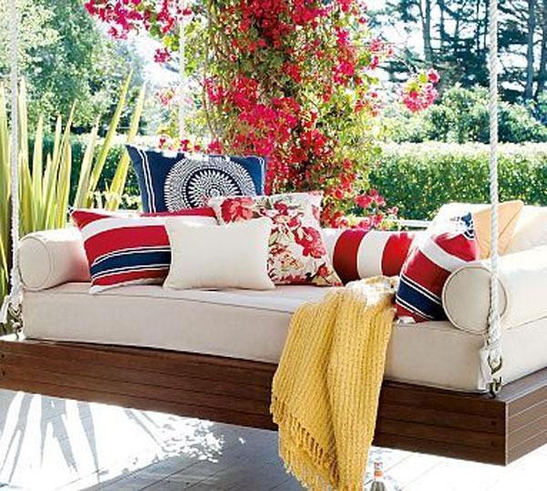 dondolino da giardino colorato