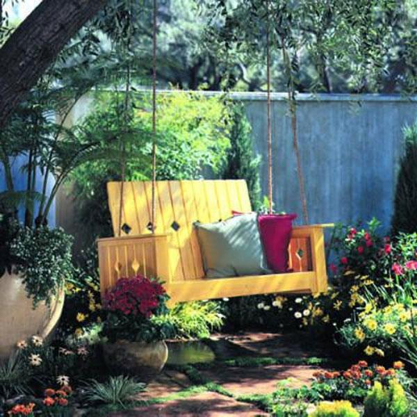 dondolo da giardino giallo