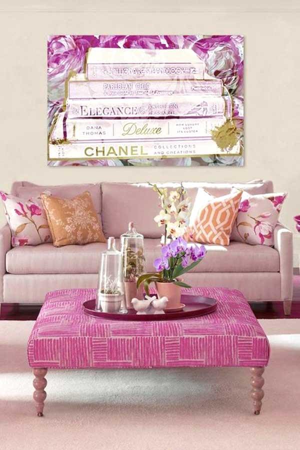 Un divano rosa nel salone