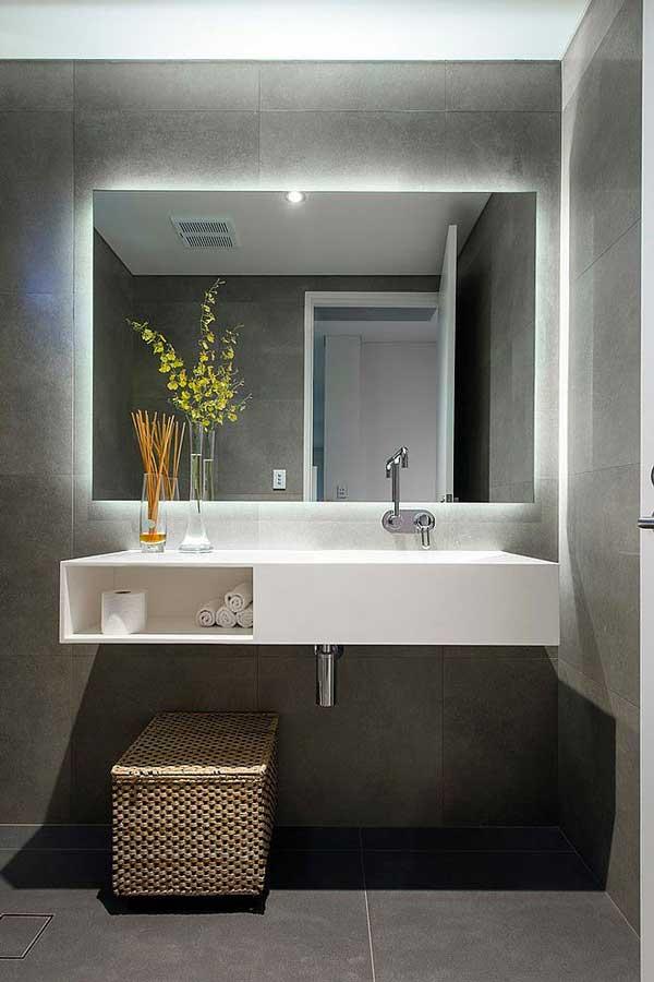 Arredo bagno led illuminare il bagno con i led - Specchio con tv ...