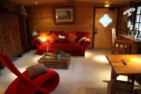 salone legno e rosso