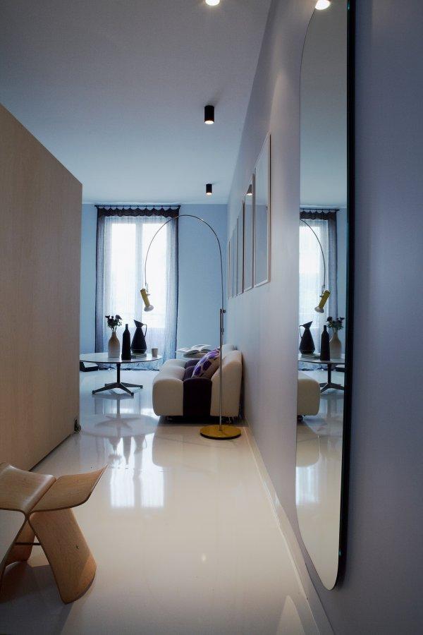 ingrandire con gli specchi 7 modi per ingrandire la stanza. Black Bedroom Furniture Sets. Home Design Ideas