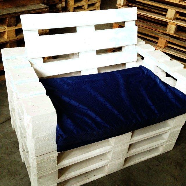 voici 18 id es g niales pour fabriquer un fauteuil avec des palettes en bois. Black Bedroom Furniture Sets. Home Design Ideas