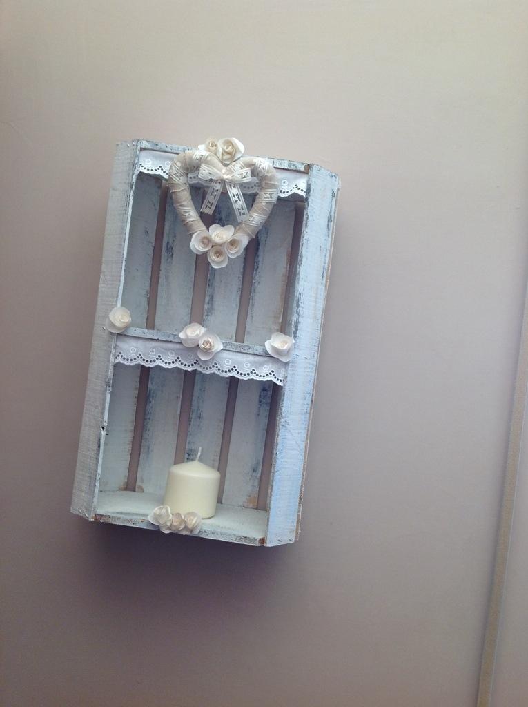 Riciclo creativo cassette della frutta in stile shabby - Scritte in legno shabby ...