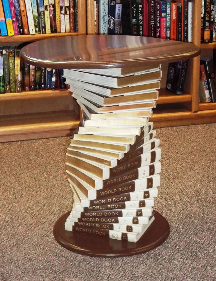 Riciclo creativo libri 28 idee da copiare for How to make an end table out of books