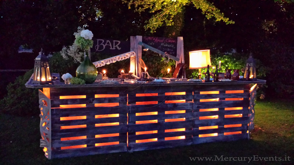 Outdoor Pallet Bar And Kitchen