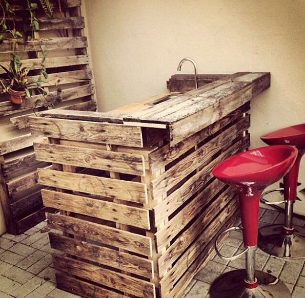 Molto Wet Bar with pallets! Here are 20 inspirational ideas  SF44