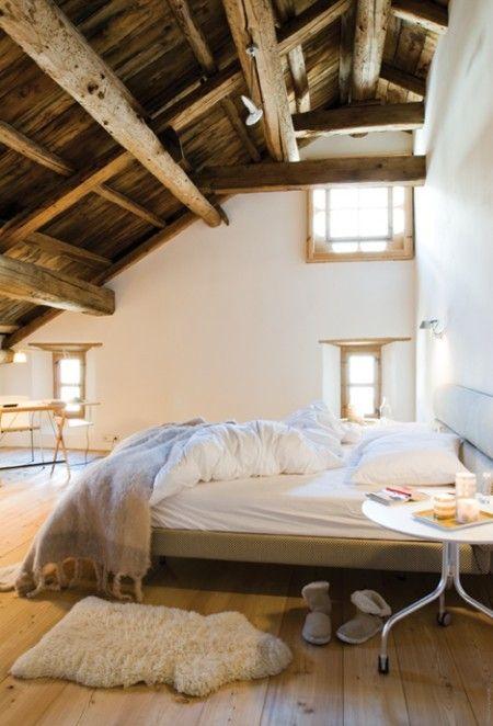 Travi in legno in camera da letto