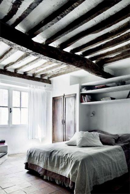 Travi in legno in camera da letto ecco 20 esempi for 5 piani casa mediterranea camera da letto
