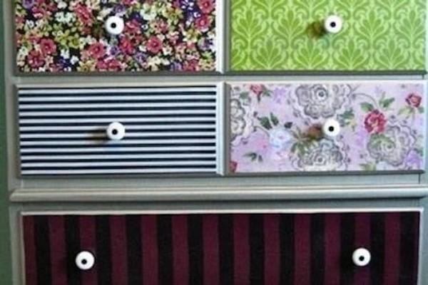 Decorare mobili con carta da parati ecco 20 idee - Carta adesiva rivestimento mobili ...