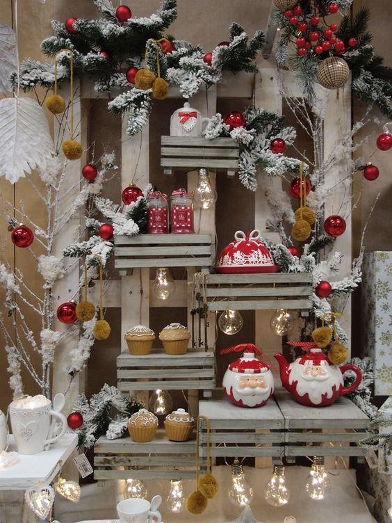 Idee natalizie con pallet e cassette di legno ecco 20 - Decorare le finestre per natale ...