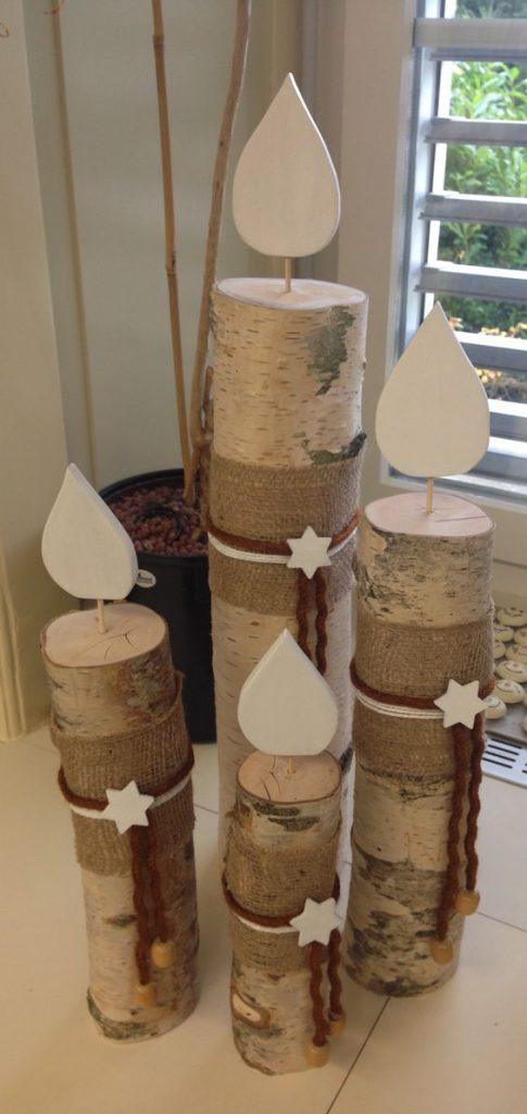Decorazioni natalizie con tronchi