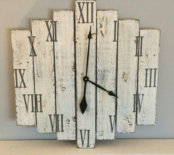 Orologi da parete realizzati con pallet 20 idee creative for Pallet fai da te