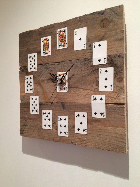 Orologi da parete realizzati con pallet 20 idee creative for Design casa fai da te