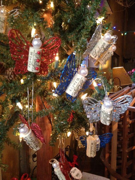 Decorare l'albero di Natale con i tappi di sughero