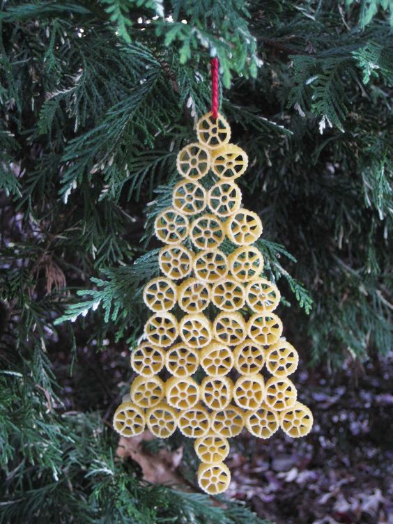 decorare-albero-di-natale-con-pasta-6