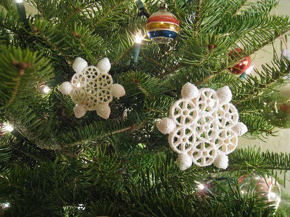Decorare l'albero di Natale con la pasta