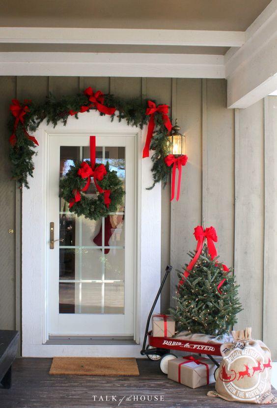 Molto Decorare la porta d'ingresso a Natale! Ecco 15 idee per ispirarvi KW22