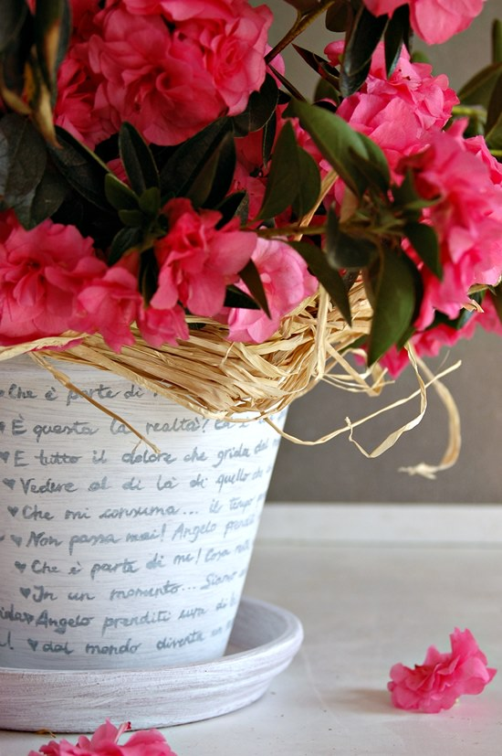 Vasi di terracotta shabby chic fai da te 20 idee tutorial ideadesigncasa - Vasi decorati fai da te ...