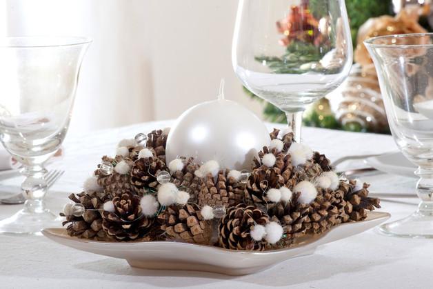 Centrotavola con le pigne ecco 20 idee lasciatevi ispirare - Centrotavola natalizi pinterest ...
