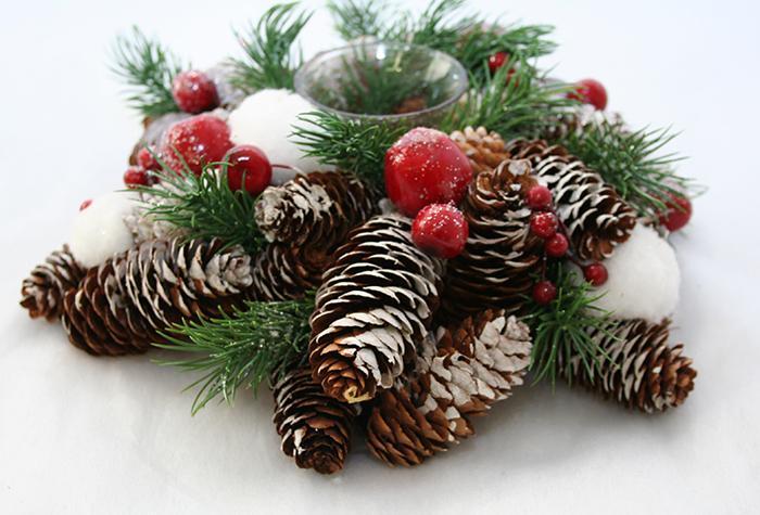 Centrotavola con le pigne ecco 20 idee lasciatevi ispirare - Decorazioni natalizie con le pigne ...