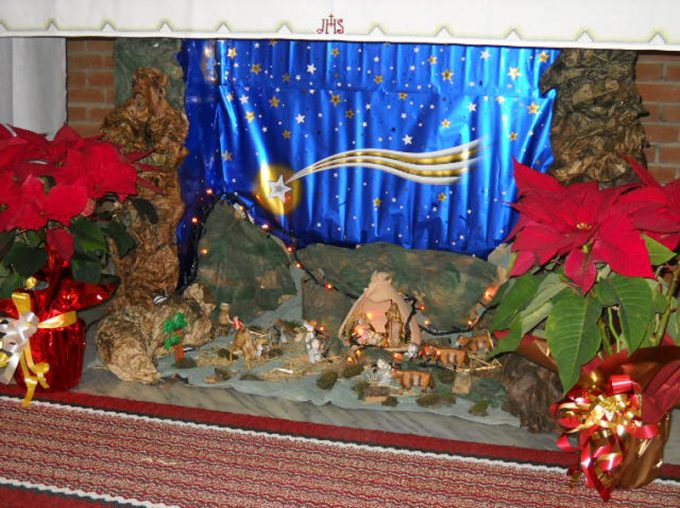 Create the christmas crib in the fireplace 15 beautiful examples crib diy in fireplace 5 solutioingenieria Gallery