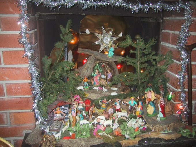 Create the christmas crib in the fireplace 15 beautiful examples crib diy in fireplace 9 solutioingenieria Choice Image