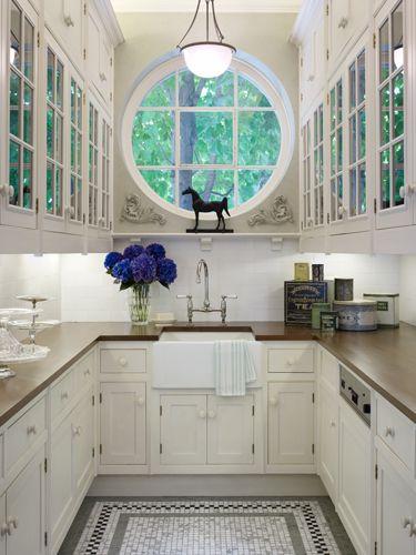 Arredare una cucina stretta e lunga ecco 20 esempi a for Arredare cucina piccola rettangolare