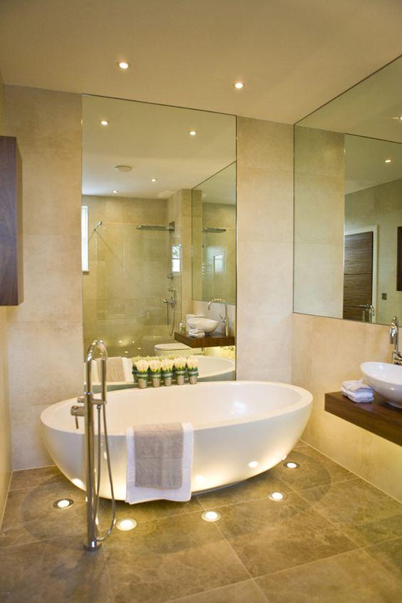 Mettere in risalto la vasca da bagno ecco 20 idee decorative ispiratevi - Vasca da bagno traduzione ...