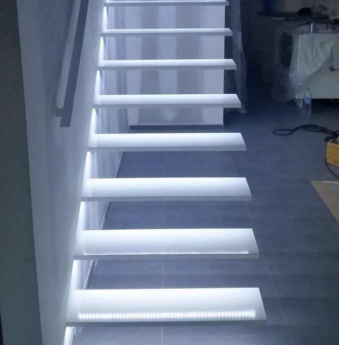 Illuminare le scale con le luci a led