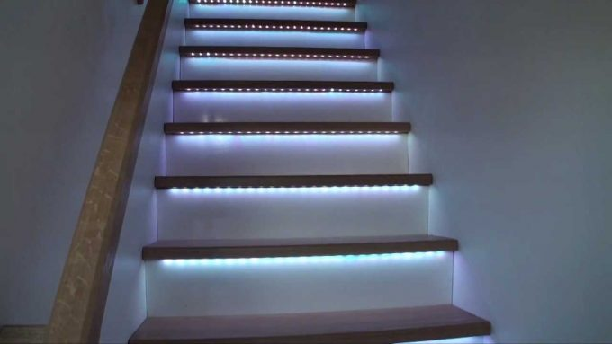 Illuminare Con Led : Illuminare le scale con le luci a led ecco idee design per