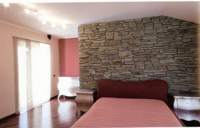 Decorare una parete con le pietre in camera da letto 20 idee per ispirarvi - Parete pietra ricostruita ...