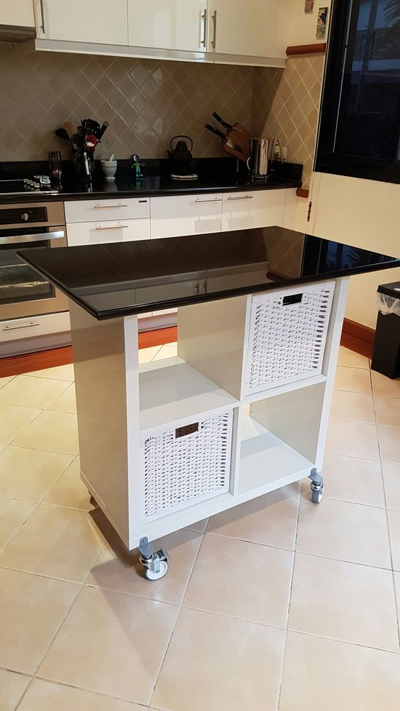 idee scaffali IKEA isola cucina 18