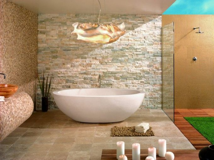 Rivestimenti in pietra nel bagno esempi bellissimi a cui
