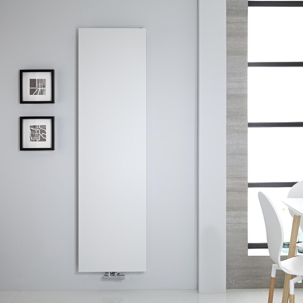Termoarredo bianco con linee semplice e pulite, design con piastra radiante.