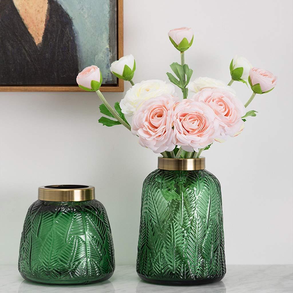 Vaso in vetro verde trasparente con motivi a foglie con rose.