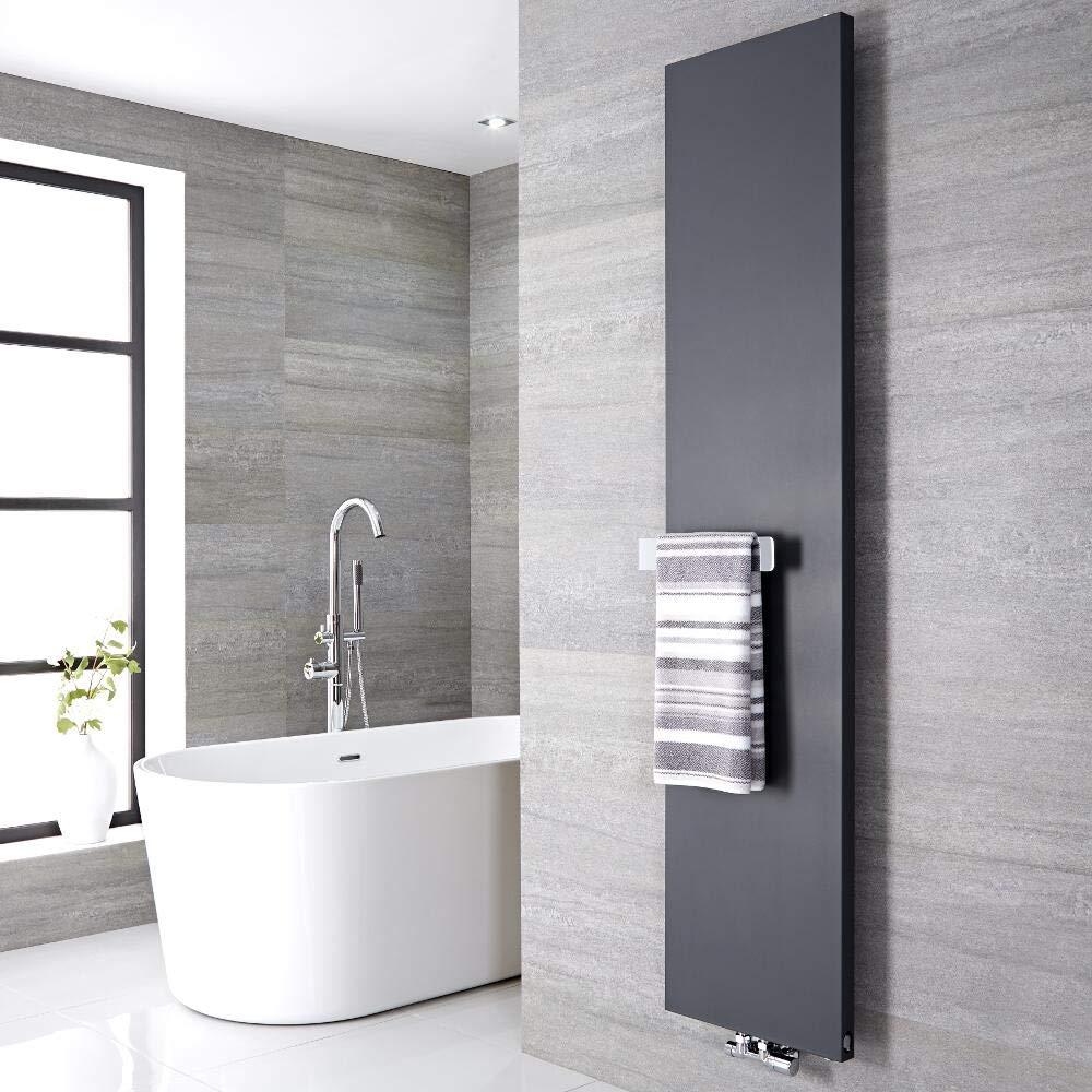 Termoarredo design grigio antracite verticale con barra porta-salviette, design a piastra radiante.