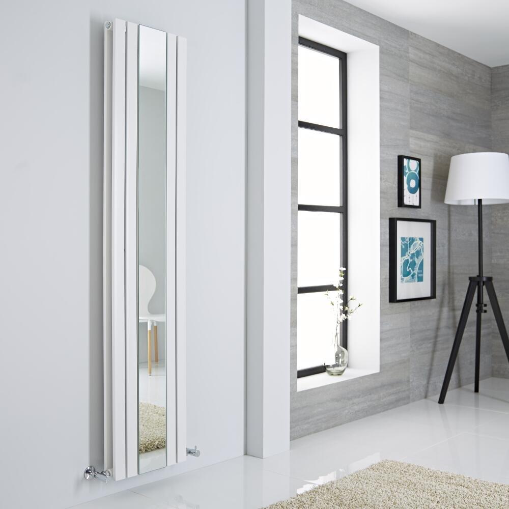 Radiatore bianco con design verticale e specchio incorporato al centro.