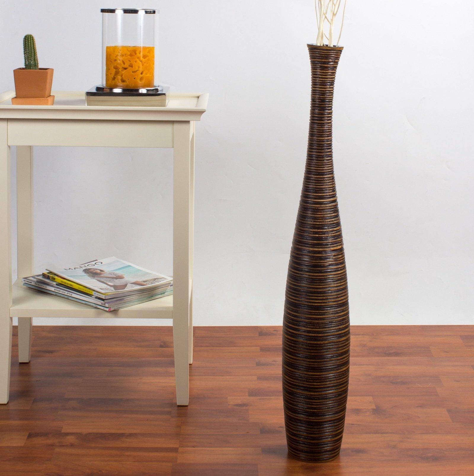 Vaso modern con design etnico.
