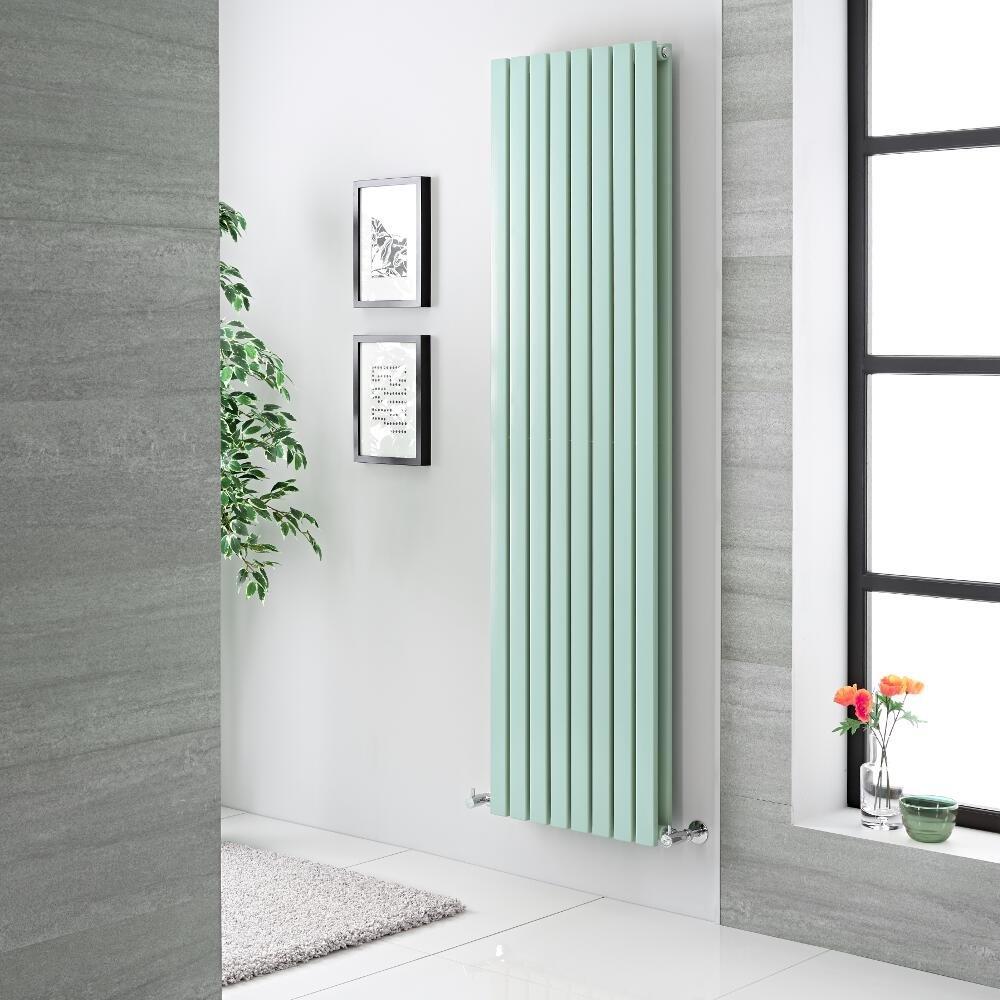 Termoarredo verticale verde menta, ideale in un arredamento moderno.