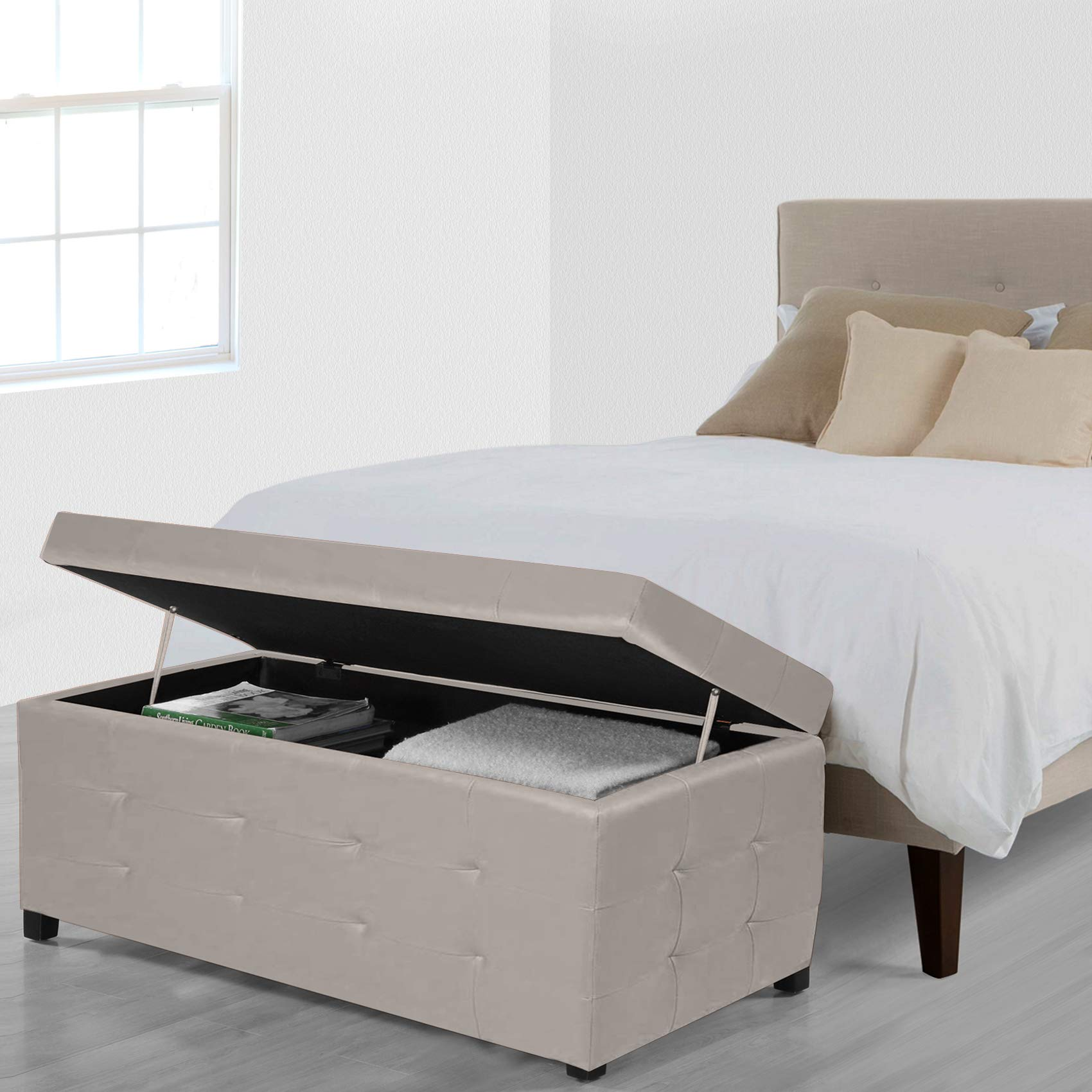 Cassapanca contenitore per la camera da letto.