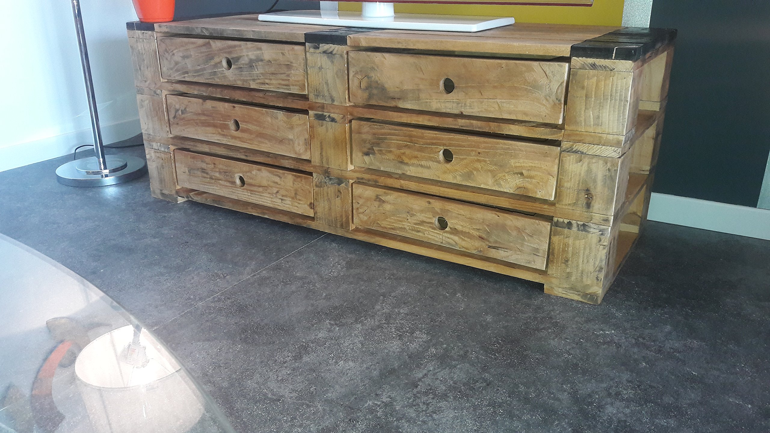 console in legno realizzato con pallet di legno.