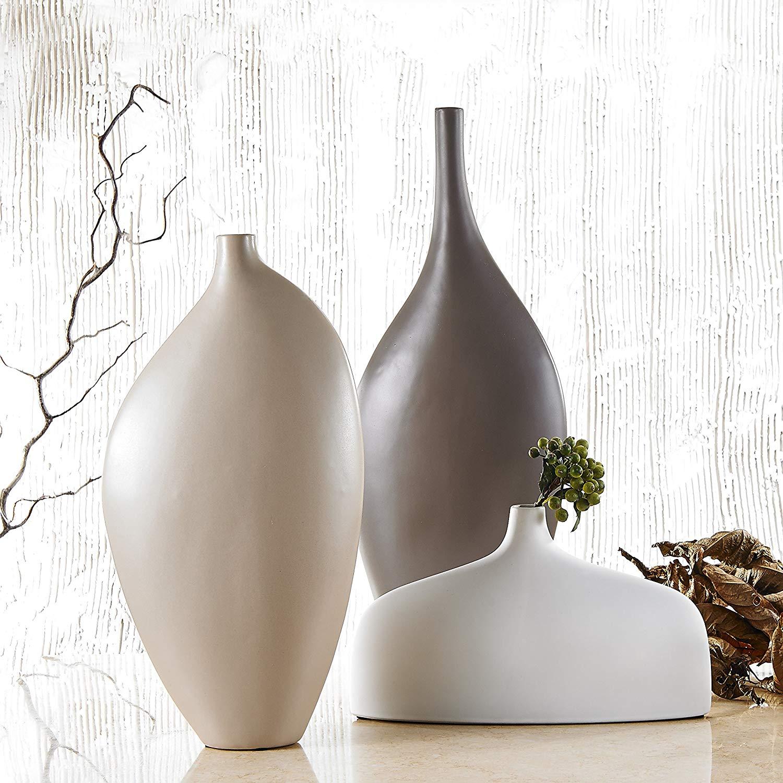 Bellissimi vasi eleganti beige e marrone, ideale in un arredamento moderno.