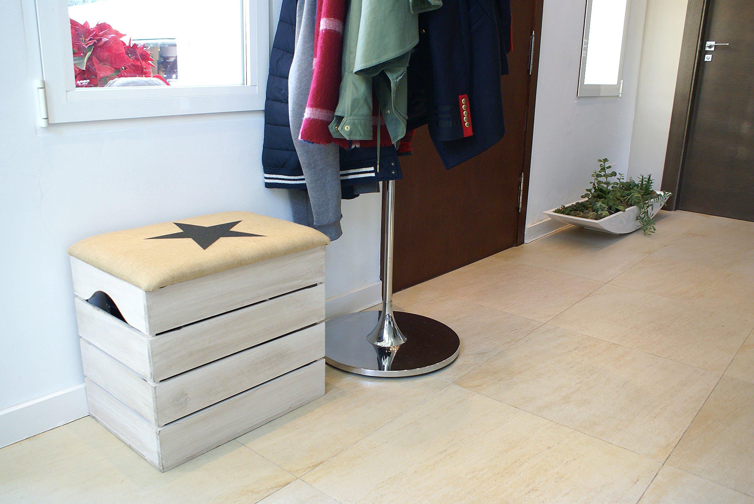 Cassapanca in legno con seduto imbottita ideale per l'ingresso di casa.
