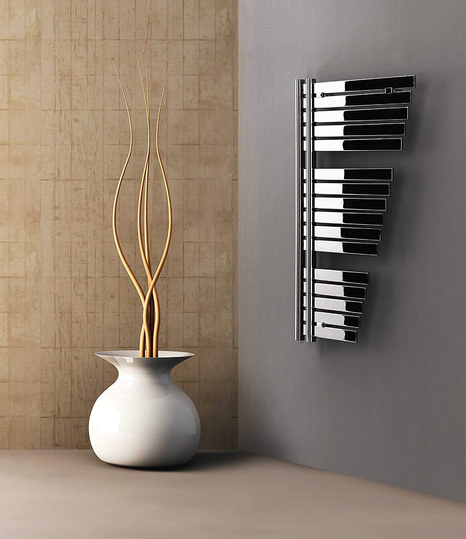 Termoarredo bellissimo con forma particolare e rifiniture cromate, ideale in una decorazione moderna.
