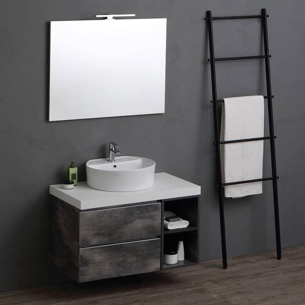 Mobile per il bagno con due cassetti e top lavandino bianco, scala in ferro scuro, perfetto per arredare in stile industriale.