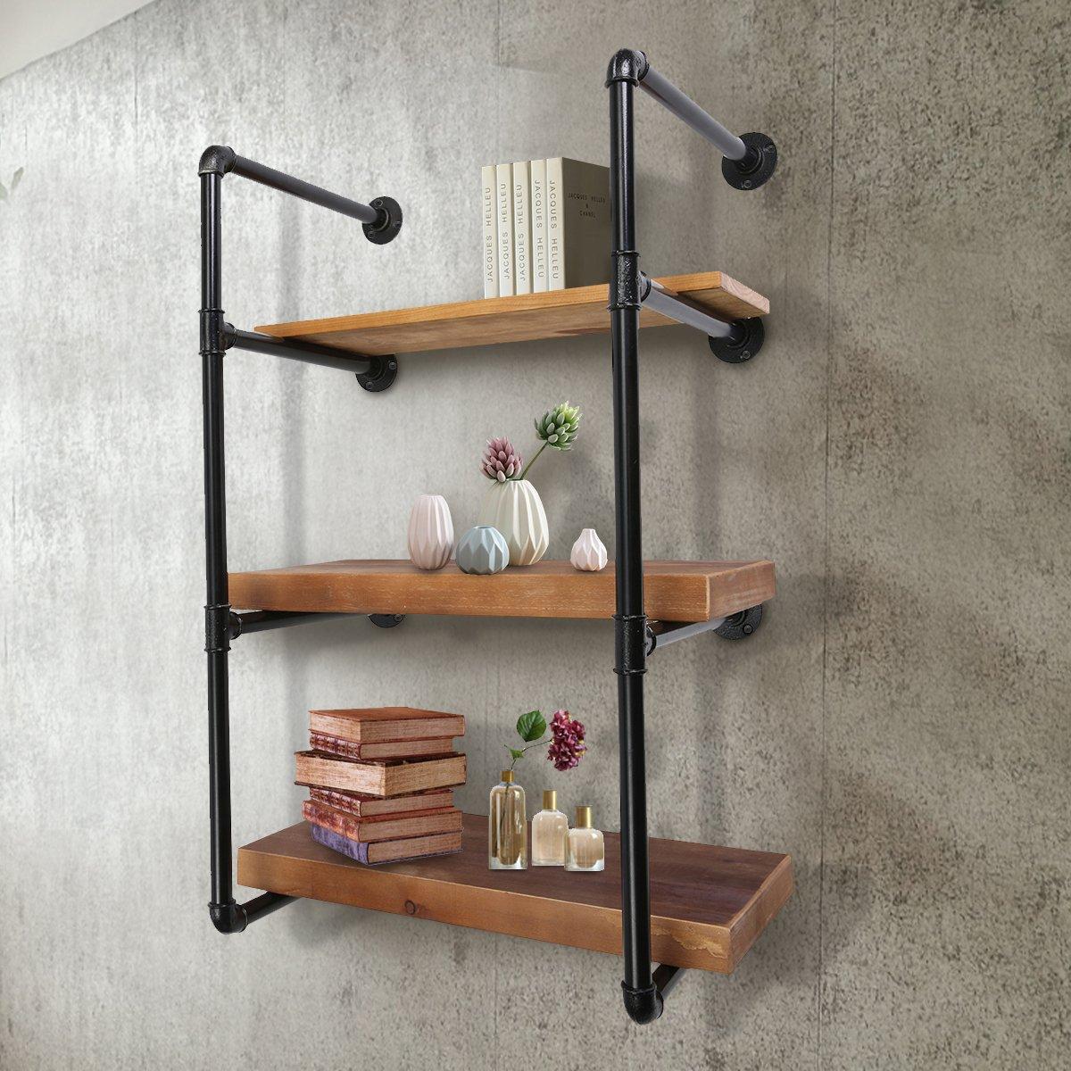 Bella libreria da parete in ferro con mensole in legno, perfetto per arredare casa in stile industriale.